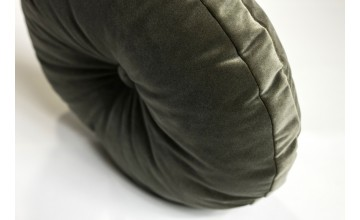 El terciopelo más de moda para este cojín escogido por Sebastian Suite