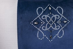 Sebastian Suite nos enseña su concepto de lujo con este cojín con cristales de Swarovski