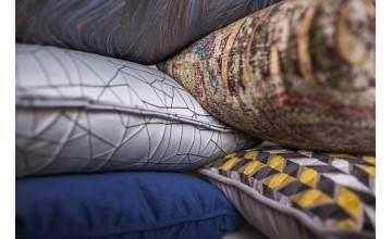 Conjunto de cojines decorativos que nos dan una idea de como decorar con lujo y sofisticación