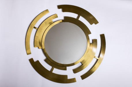 El lujo de este espejo para la decoracion de paredes entusiasma a Sebastian Suite