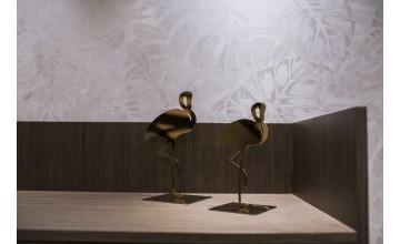 Sebastian suite y sus flamencos dorados de lujo