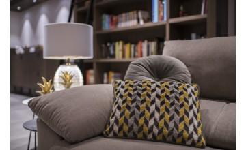 El lujo del hogar para Sebastian Suite con este cojín hecho a mano